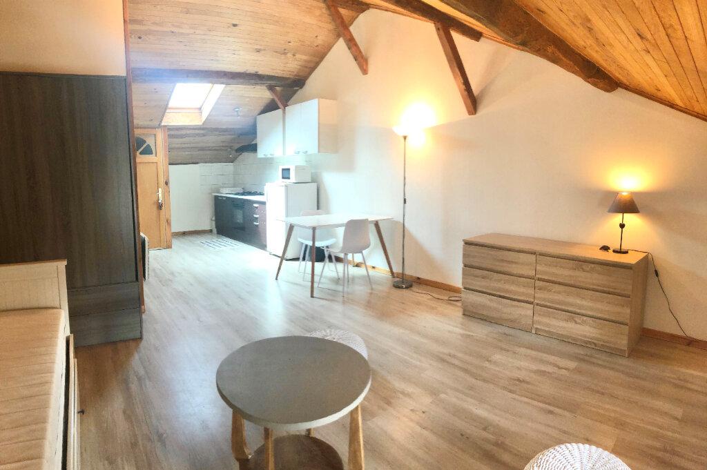 Appartement à louer 1 35m2 à Montrevel-en-Bresse vignette-1