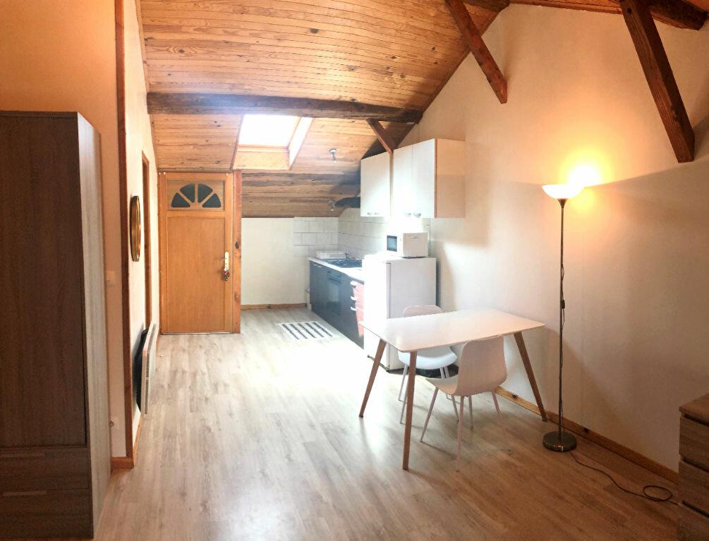 Appartement à louer 1 35m2 à Montrevel-en-Bresse vignette-3