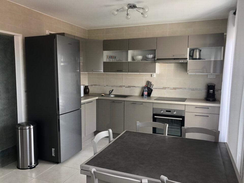 Appartement à louer 3 66.5m2 à Bourg-en-Bresse vignette-1