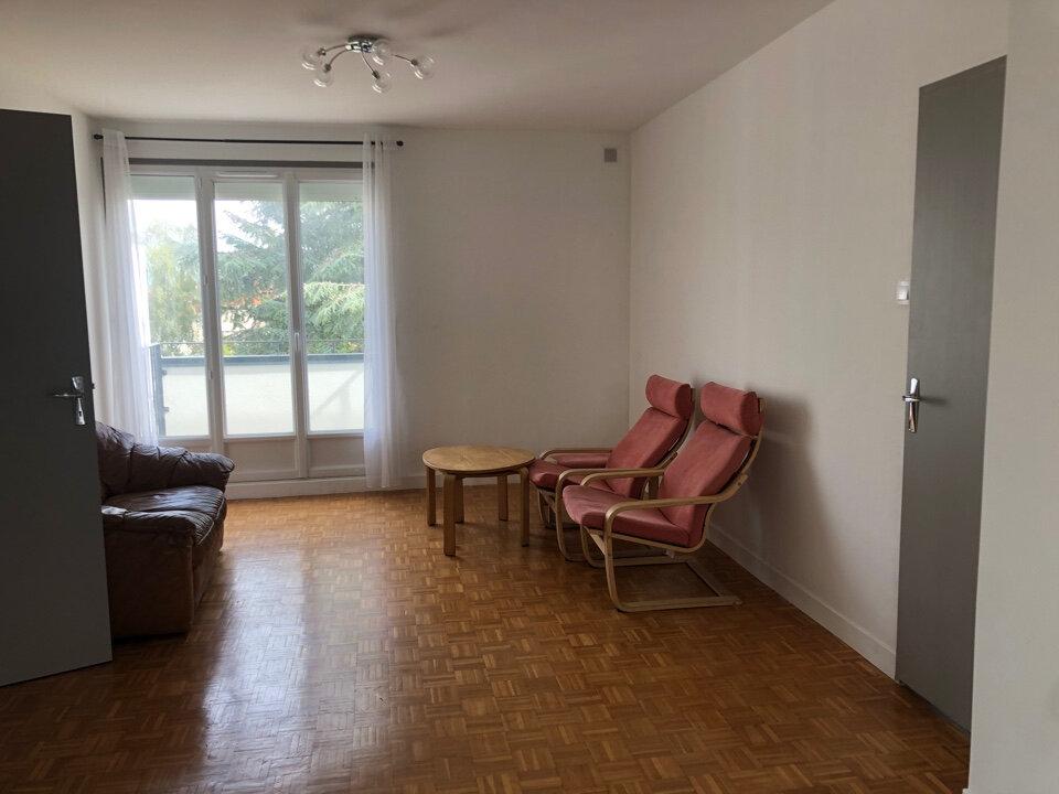 Appartement à louer 3 66.5m2 à Bourg-en-Bresse vignette-2