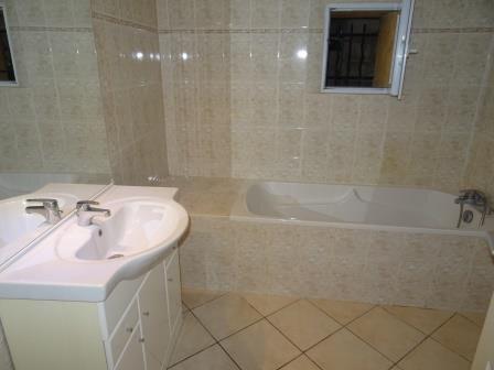 Appartement à louer 4 95.9m2 à Auriol vignette-8