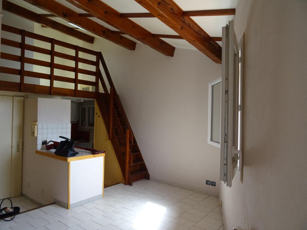 Appartement à louer 1 24.24m2 à Cassis vignette-1