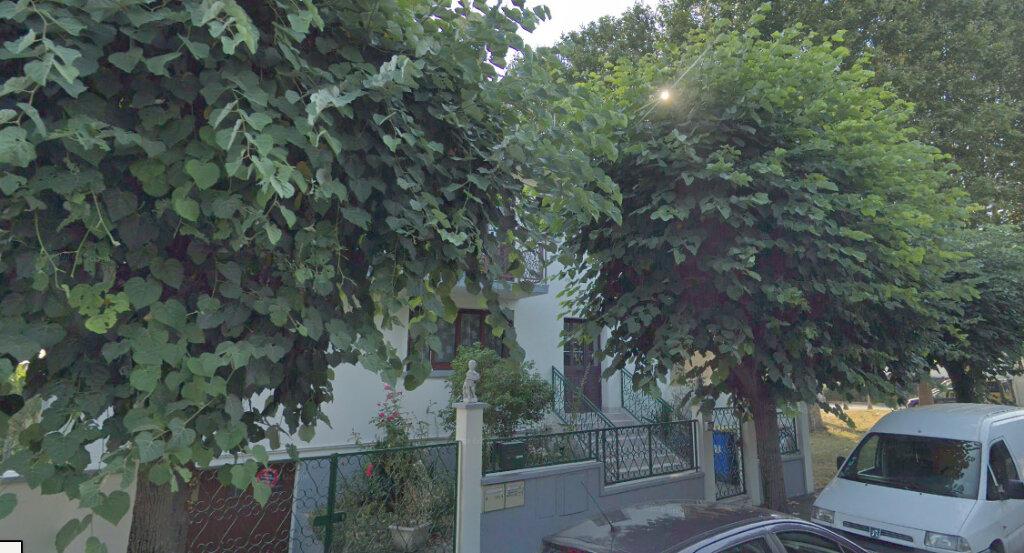Appartement à louer 3 68m2 à Drancy vignette-1