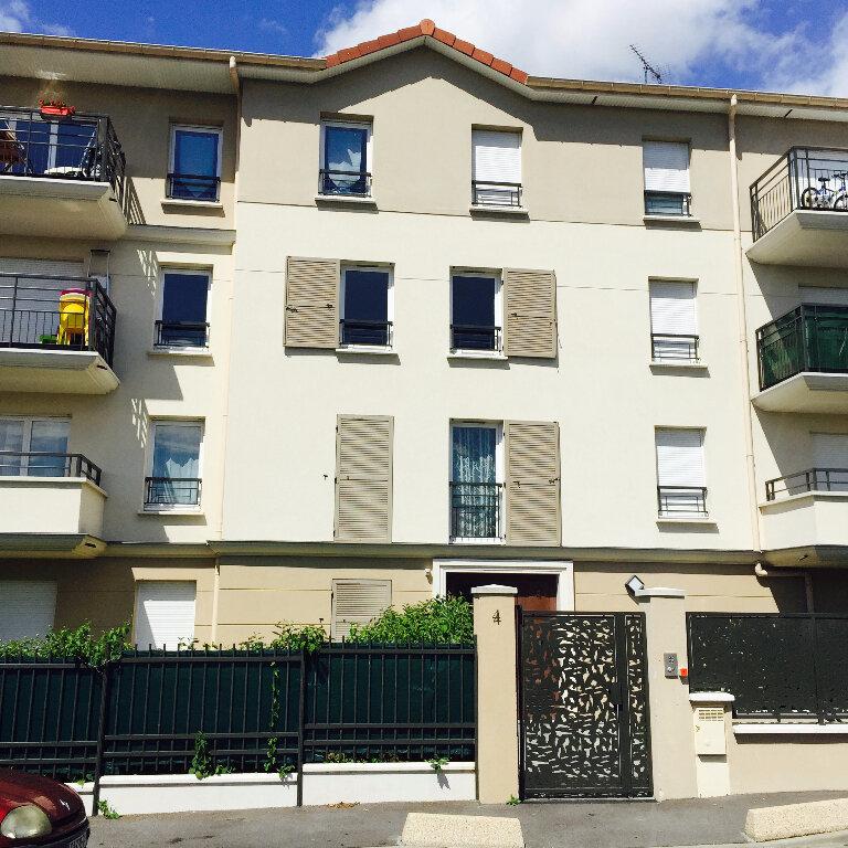Appartement à louer 3 61m2 à Saint-Denis vignette-1