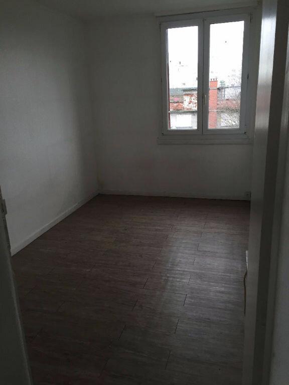 Appartement à louer 3 47.7m2 à Stains vignette-3