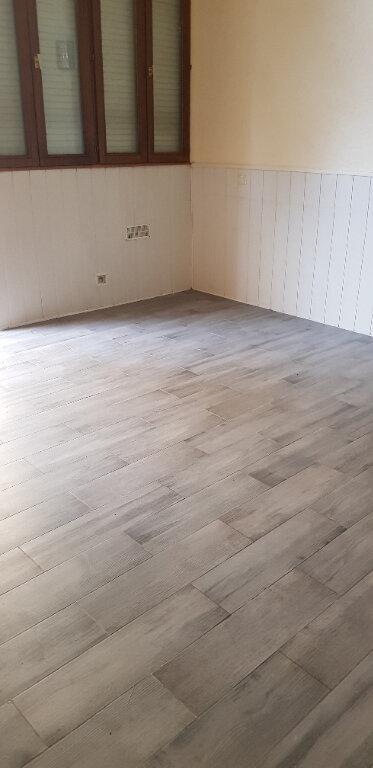 Appartement à louer 1 28m2 à Le Blanc-Mesnil vignette-1
