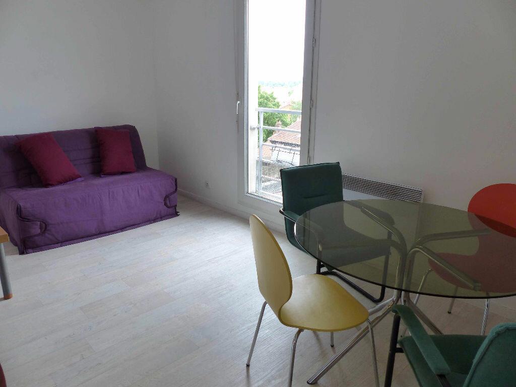 Appartement à louer 1 25m2 à Le Bourget vignette-3