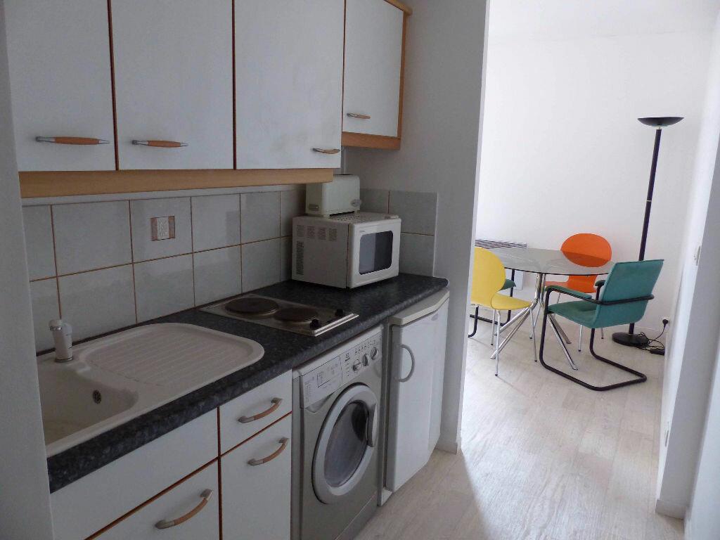 Appartement à louer 1 25m2 à Le Bourget vignette-4