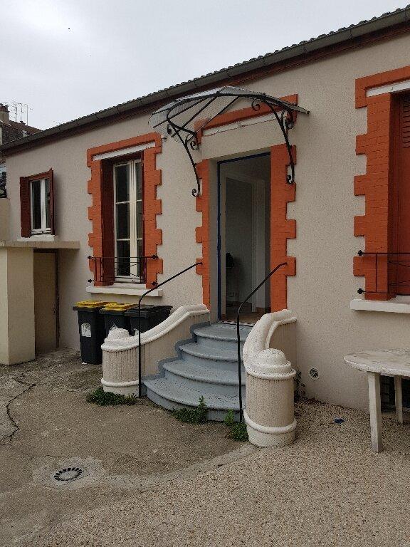 Appartement à louer 1 17m2 à La Courneuve vignette-1