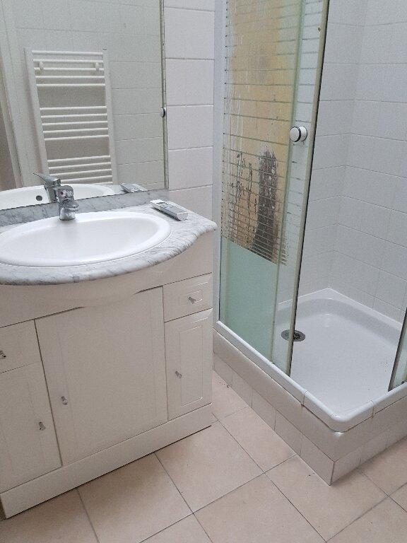Appartement à louer 1 17m2 à La Courneuve vignette-4