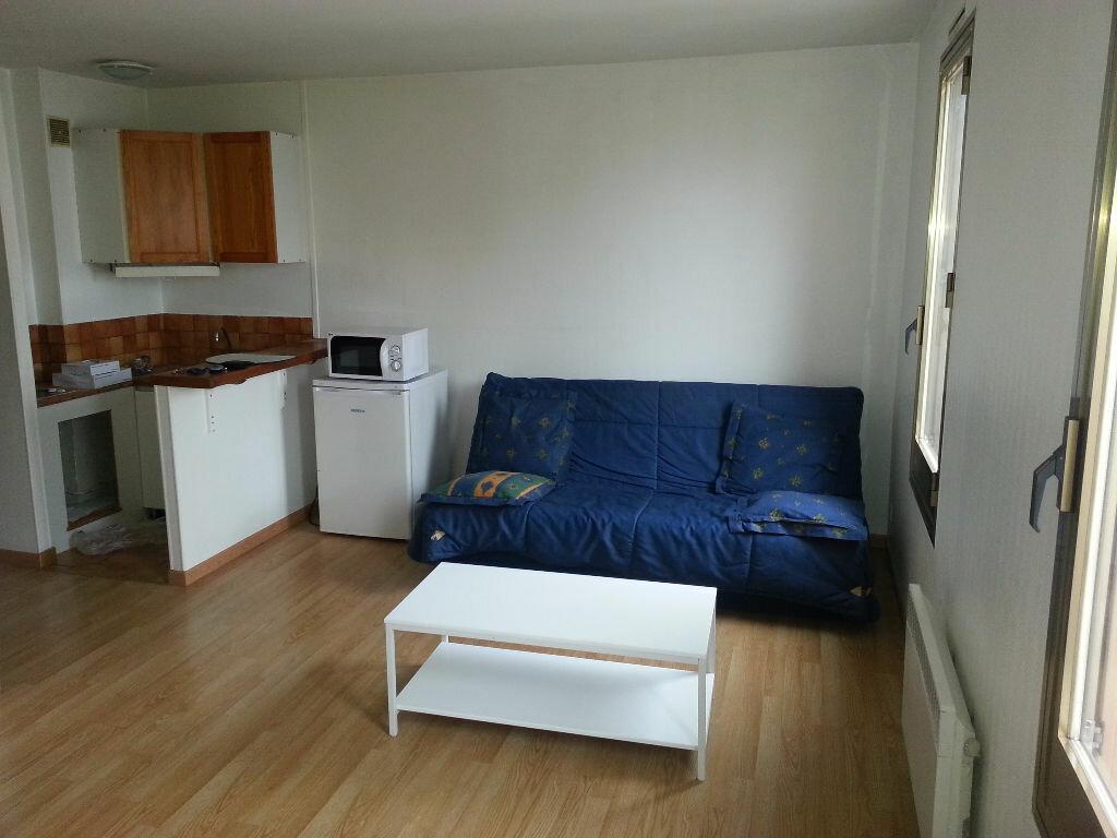 Appartement à louer 1 22m2 à Le Bourget vignette-1