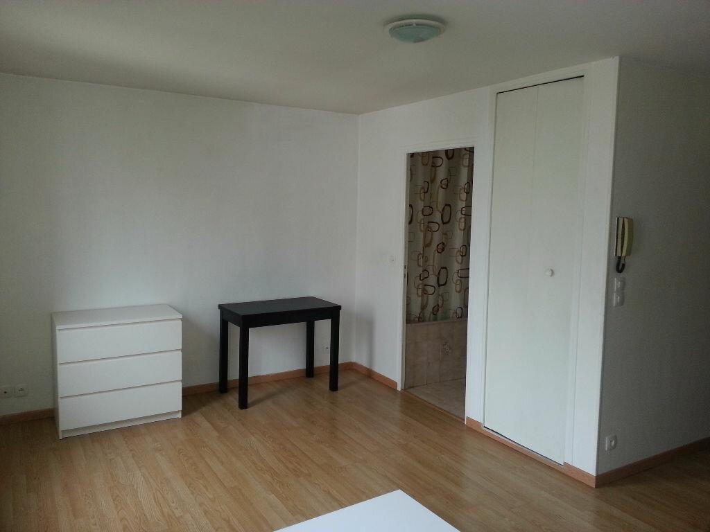 Appartement à louer 1 22m2 à Le Bourget vignette-2