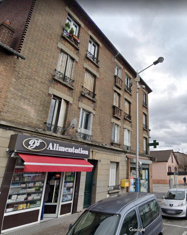 Appartement à louer 2 30m2 à La Courneuve vignette-1