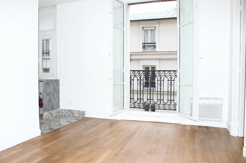 Appartement à vendre 2 43m2 à Paris 18 vignette-1