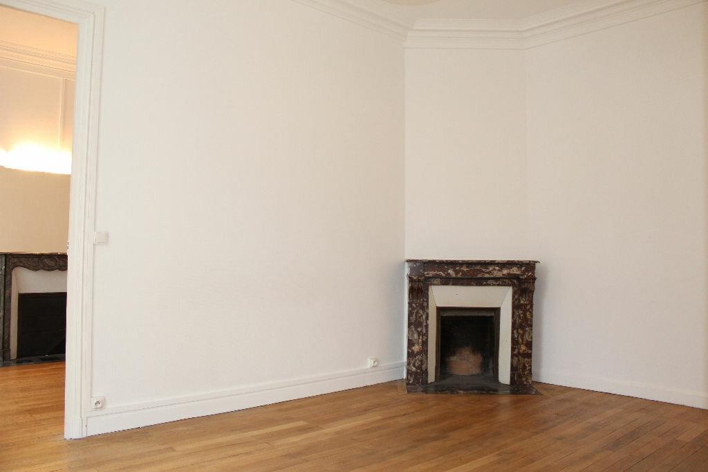 Appartement à vendre 2 43m2 à Paris 18 vignette-5
