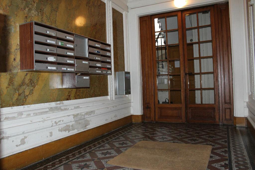 Appartement à vendre 2 43m2 à Paris 18 vignette-8