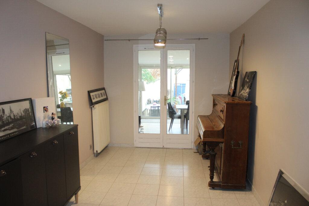Maison à vendre 7 180m2 à Aubervilliers vignette-4