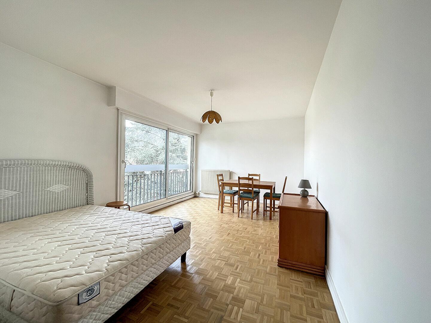 Appartement à louer 1 33m2 à Paris 14 vignette-1