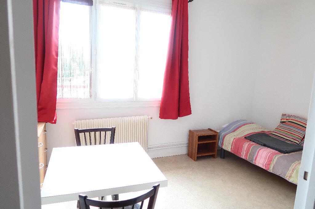 Appartement à louer 1 18m2 à Mitry-Mory vignette-1