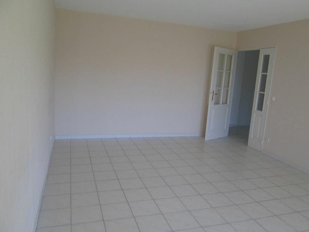 Appartement à louer 3 68m2 à Marseille 12 vignette-4