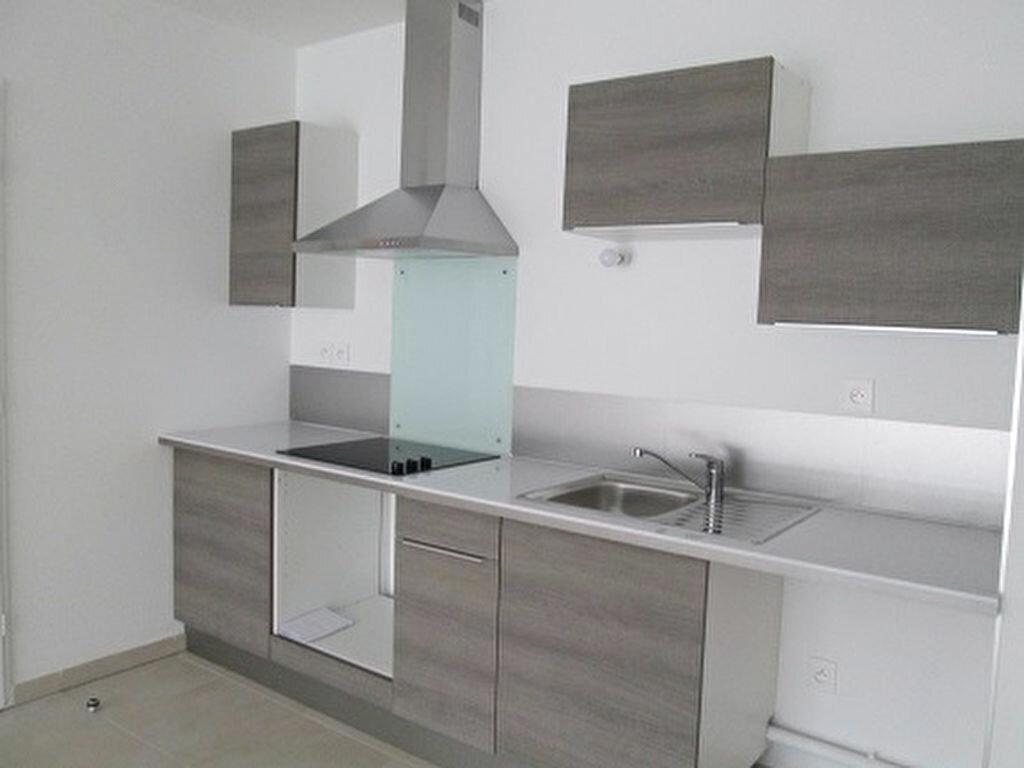 Appartement à louer 3 62m2 à Marseille 13 vignette-3