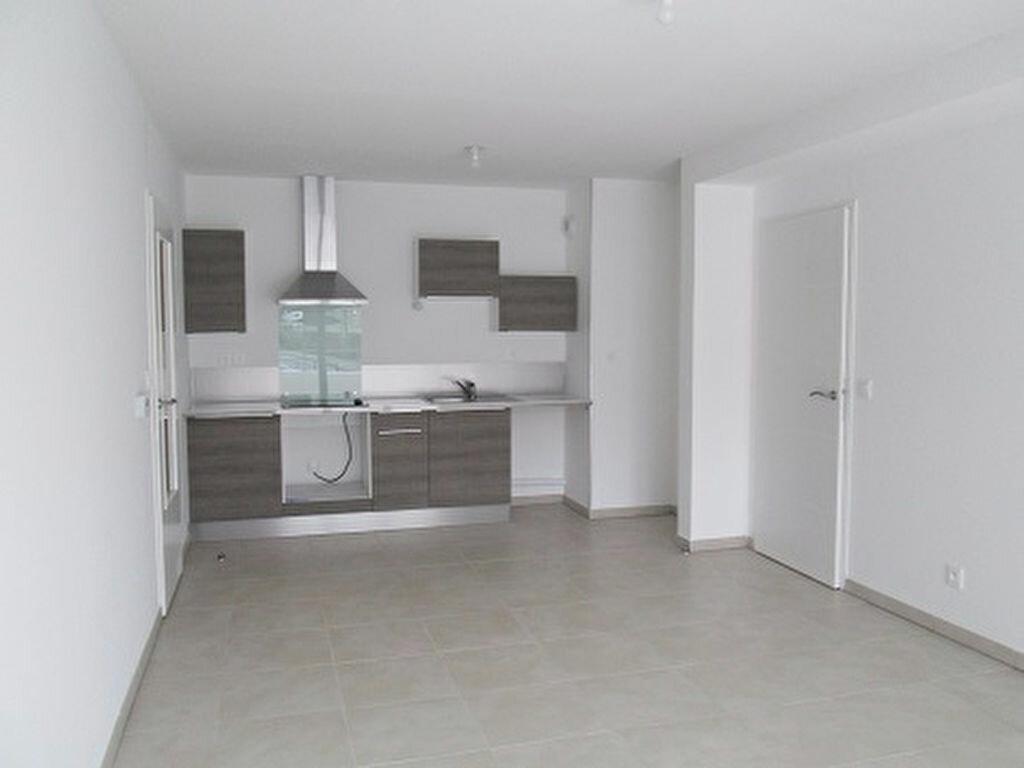 Appartement à louer 3 62m2 à Marseille 13 vignette-4
