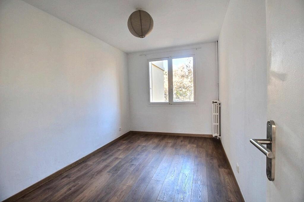 Appartement à louer 3 60m2 à Marseille 8 vignette-4