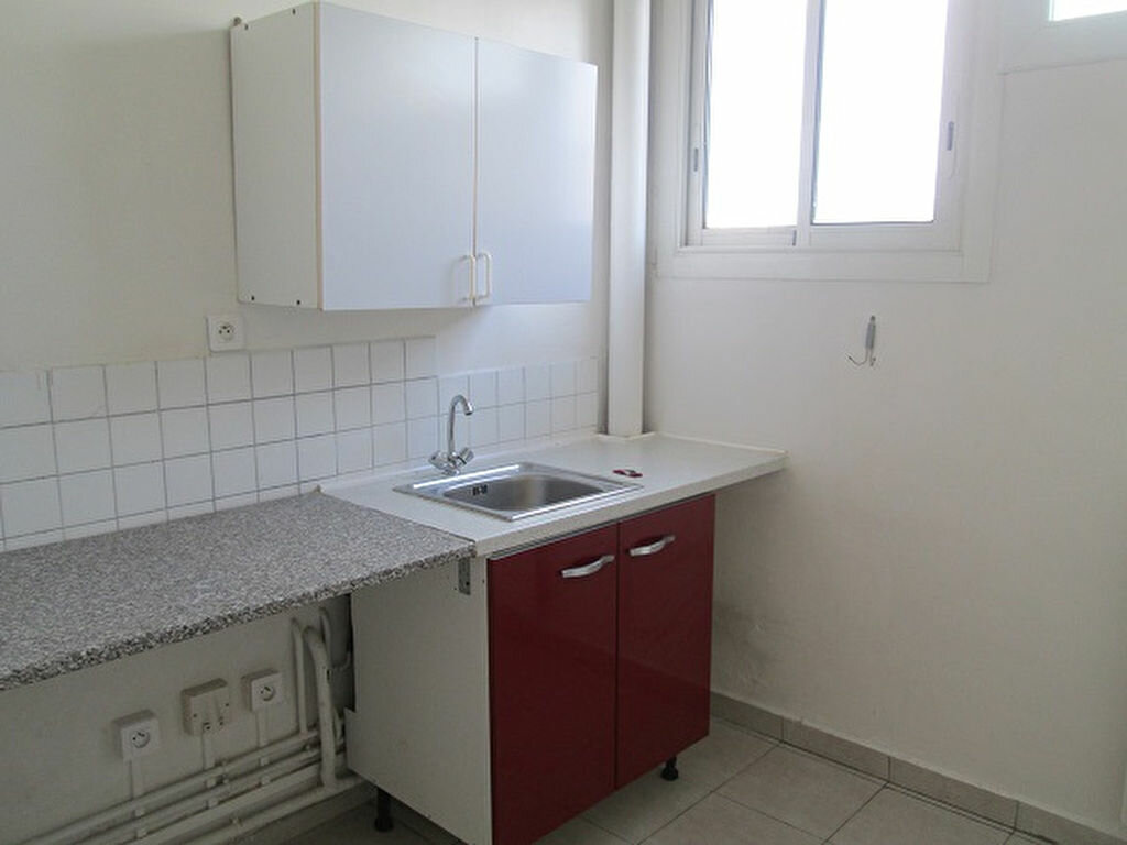 Appartement à louer 3 65m2 à Marseille 13 vignette-1