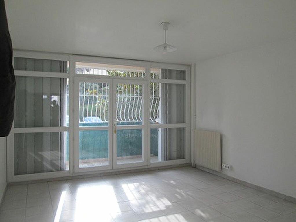 Appartement à louer 3 65m2 à Marseille 13 vignette-2