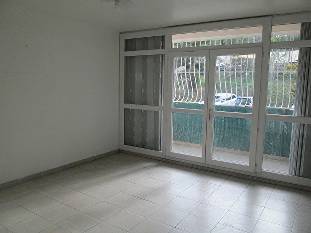 Appartement à louer 3 65m2 à Marseille 13 vignette-3
