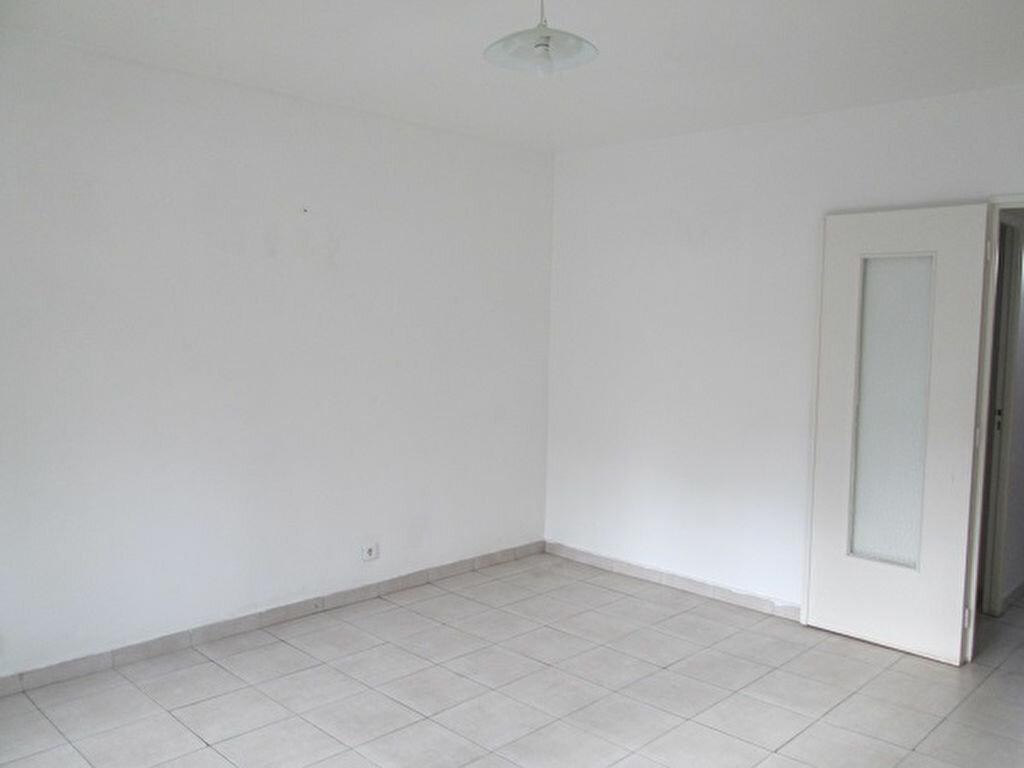 Appartement à louer 3 65m2 à Marseille 13 vignette-4