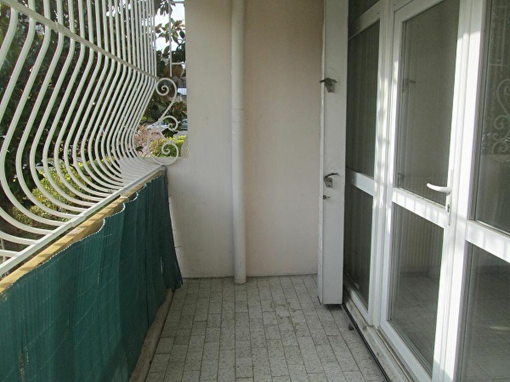 Appartement à louer 3 65m2 à Marseille 13 vignette-6