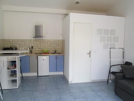 Appartement à louer 1 24m2 à Marseille 12 vignette-2