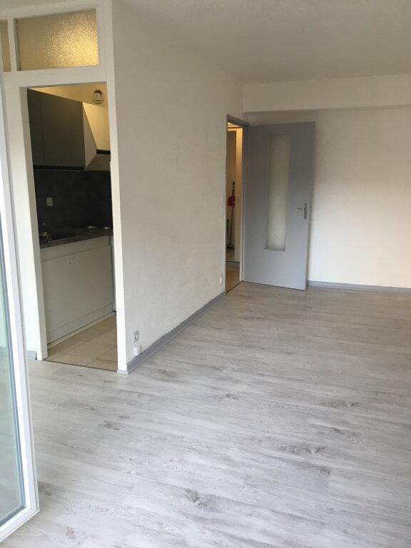 Appartement à louer 1 28m2 à Marseille 10 vignette-1