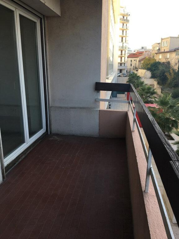 Appartement à louer 1 28m2 à Marseille 10 vignette-2