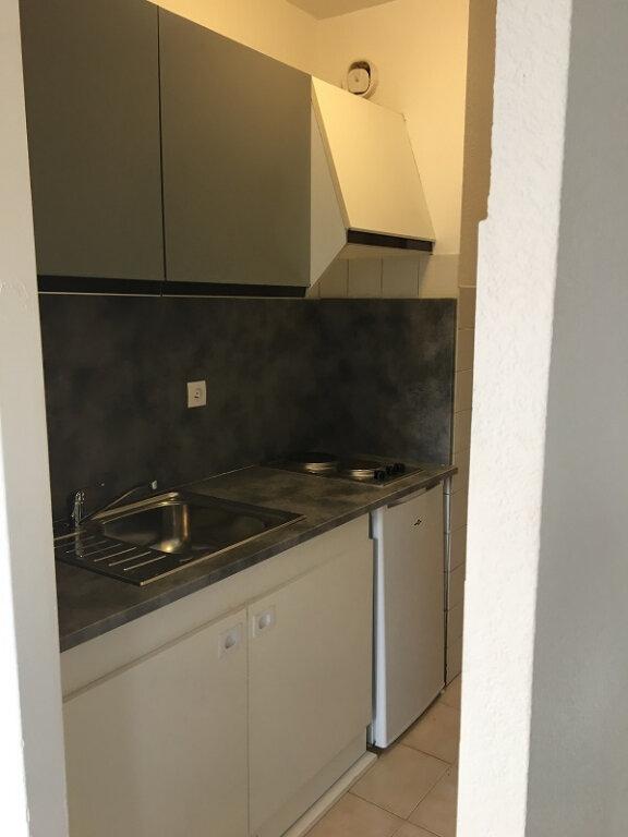 Appartement à louer 1 28m2 à Marseille 10 vignette-5
