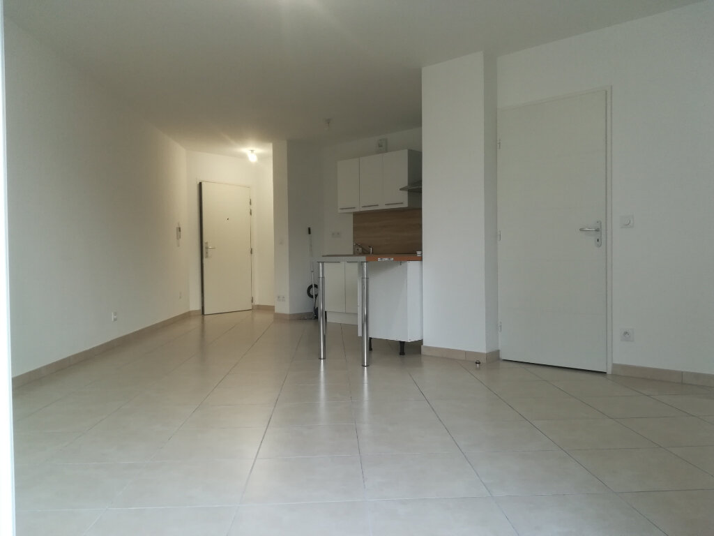Appartement à louer 2 45m2 à Marseille 4 vignette-3