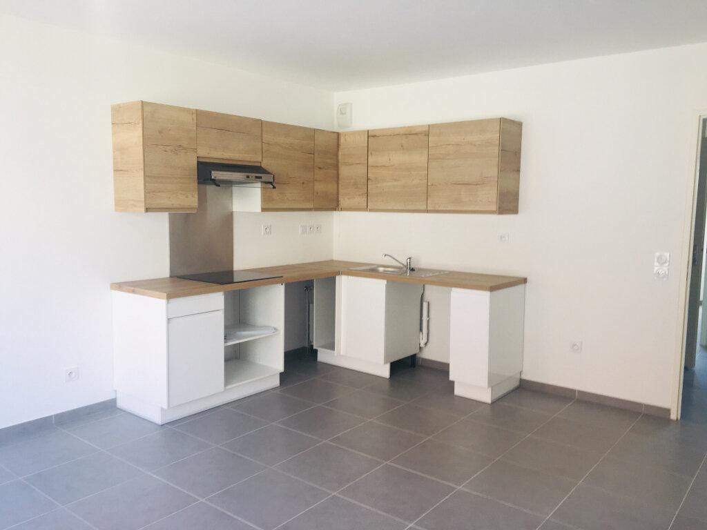 Appartement à louer 3 52m2 à Nîmes vignette-1