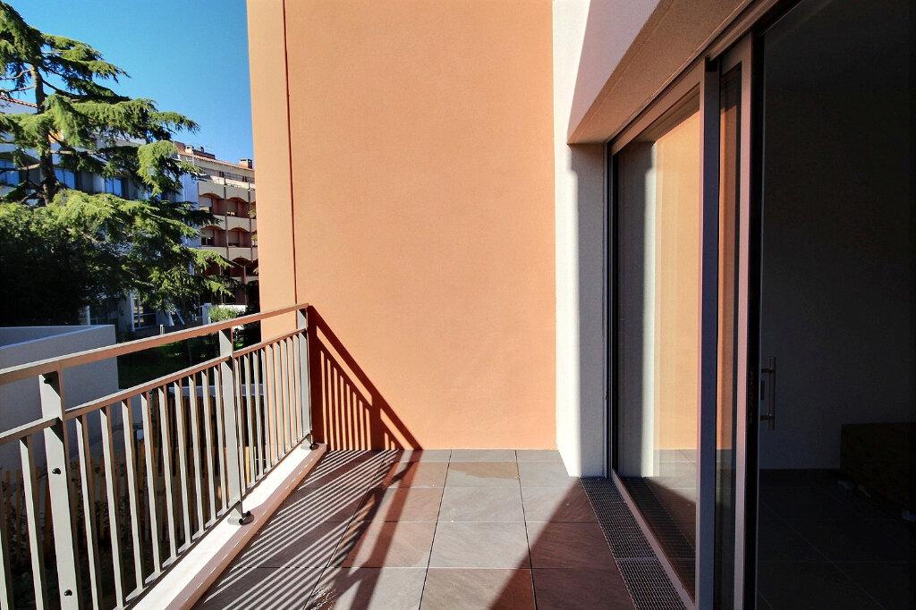 Appartement à louer 3 52m2 à Nîmes vignette-3