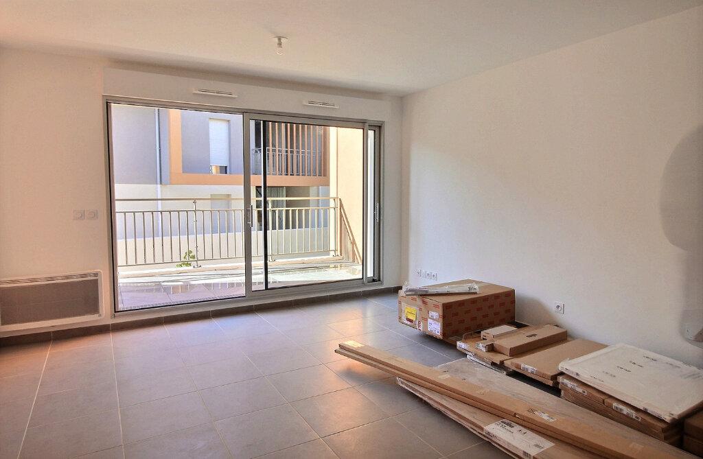 Appartement à louer 3 52m2 à Nîmes vignette-4
