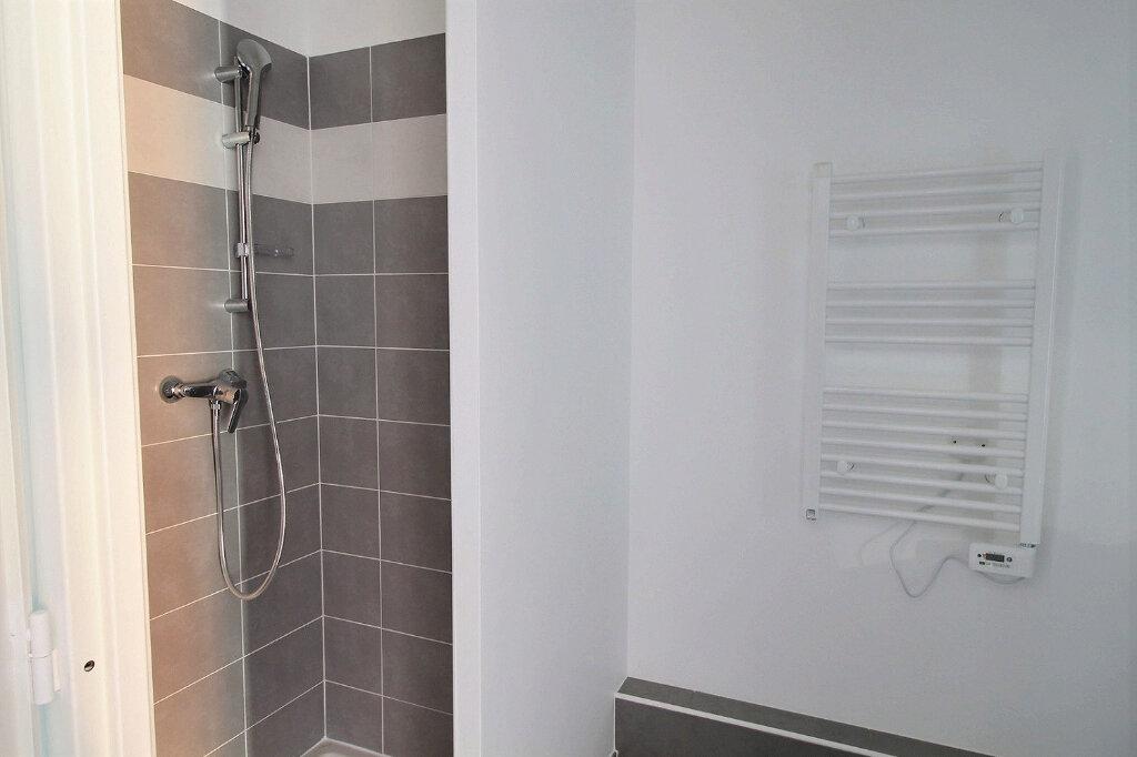 Appartement à louer 3 52m2 à Nîmes vignette-6