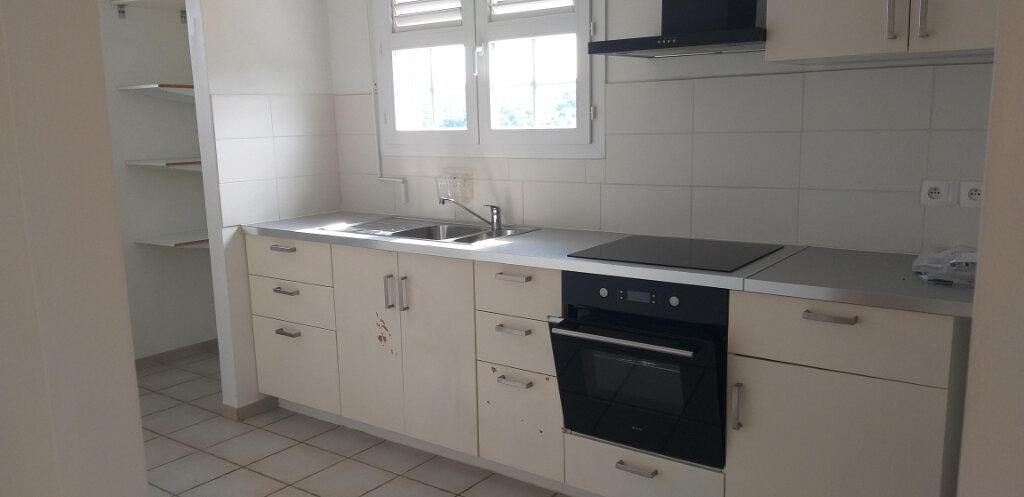 Appartement à louer 4 87.1m2 à Rivière-Salée vignette-2