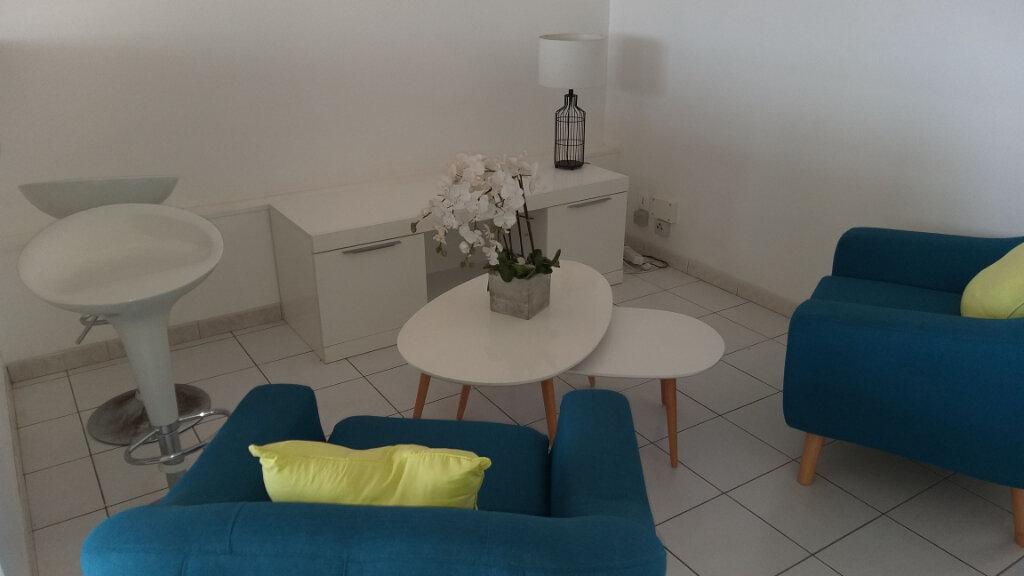 Appartement à louer 2 46.05m2 à Rivière-Salée vignette-1