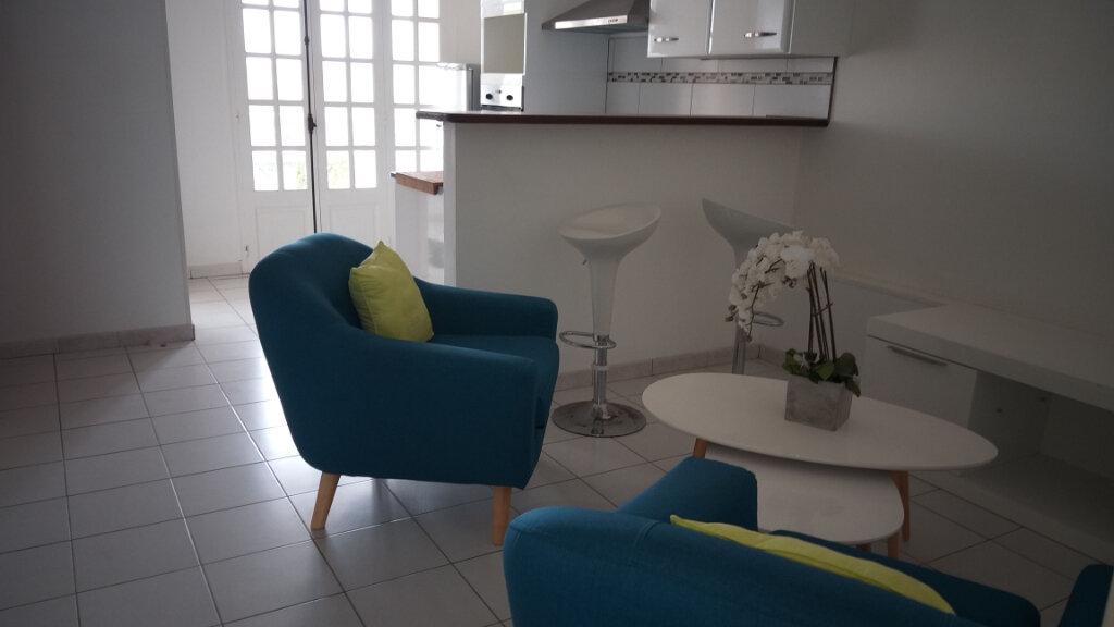 Appartement à louer 2 46.59m2 à Rivière-Salée vignette-2