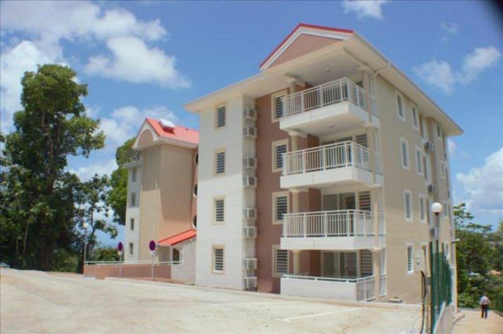 Appartement à louer 4 71.47m2 à Fort-de-France vignette-2