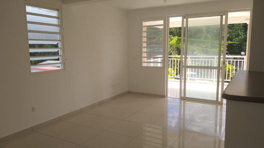 Appartement à louer 3 65.49m2 à Fort-de-France vignette-2