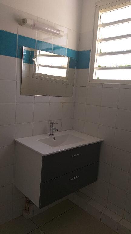 Appartement à louer 3 65.49m2 à Fort-de-France vignette-5