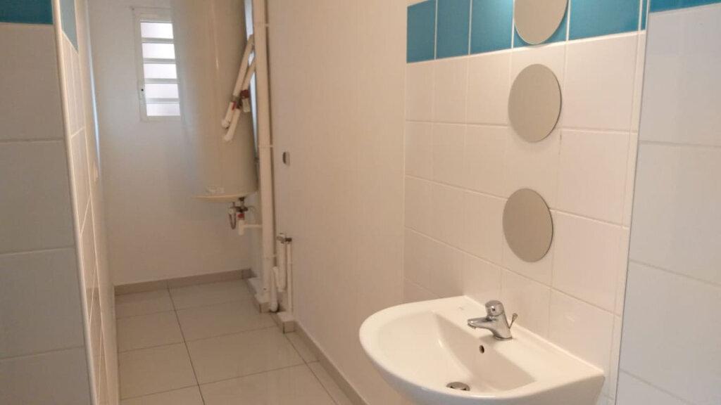 Appartement à louer 4 71.47m2 à Fort-de-France vignette-3