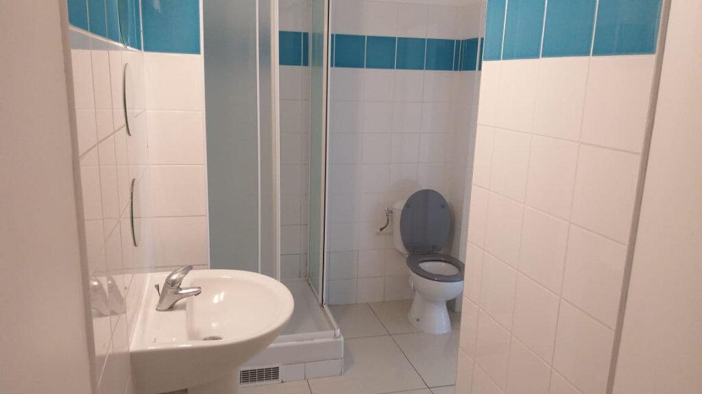 Appartement à louer 4 71.47m2 à Fort-de-France vignette-4