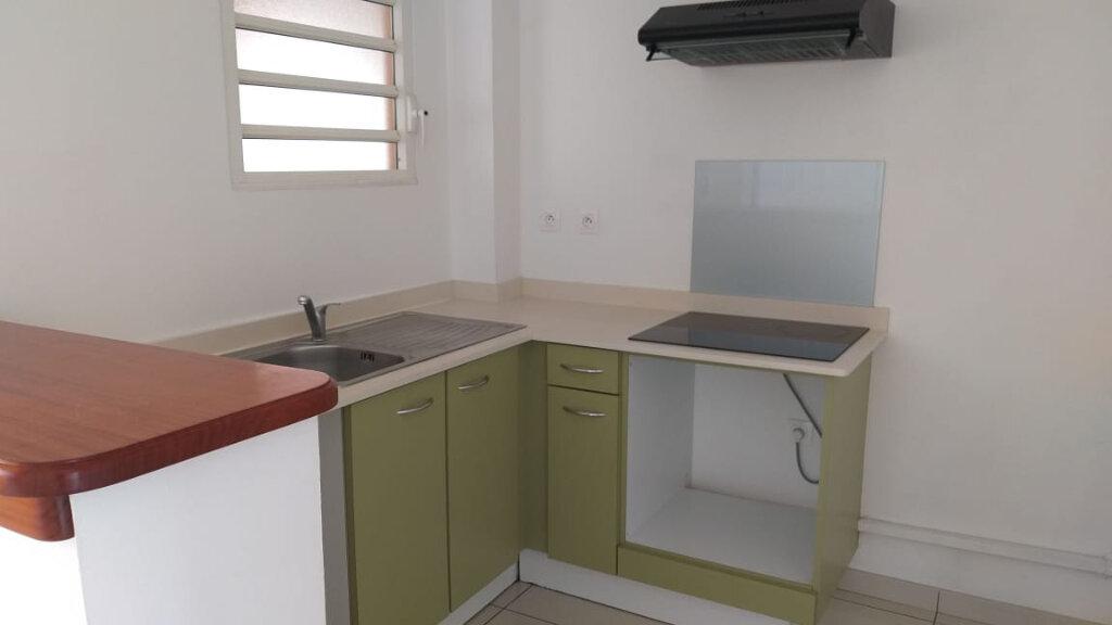 Appartement à louer 4 71.47m2 à Fort-de-France vignette-5